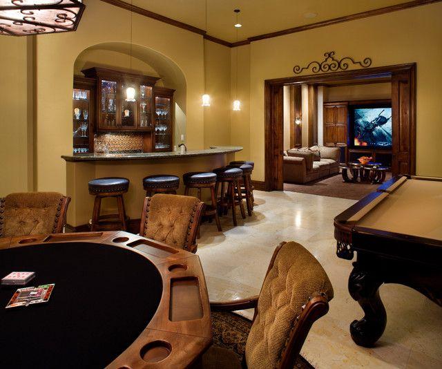 El cuarto de juegos: El cuarto de juegos está lejos de la cocina. El fregadero está lejos la tele.
