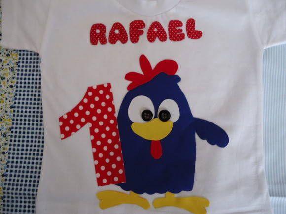 Camiseta galinha pintadinha  100% algodão ,fio 30  Todas tem acabamento em linha preta.  Confeccionamos do tamanho 1 ao 4  Personalizamos com a idade e nome de seu bebê