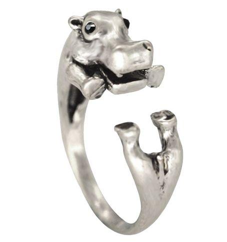 """Suloinen virtahepo sormus antiikkihopean värisenä ja silminä pienet mustat """"timantit"""". Kokoa mahdollista säätää hieman varovasti taivuttamalla.  Koko: halkaisija n. 17mm"""