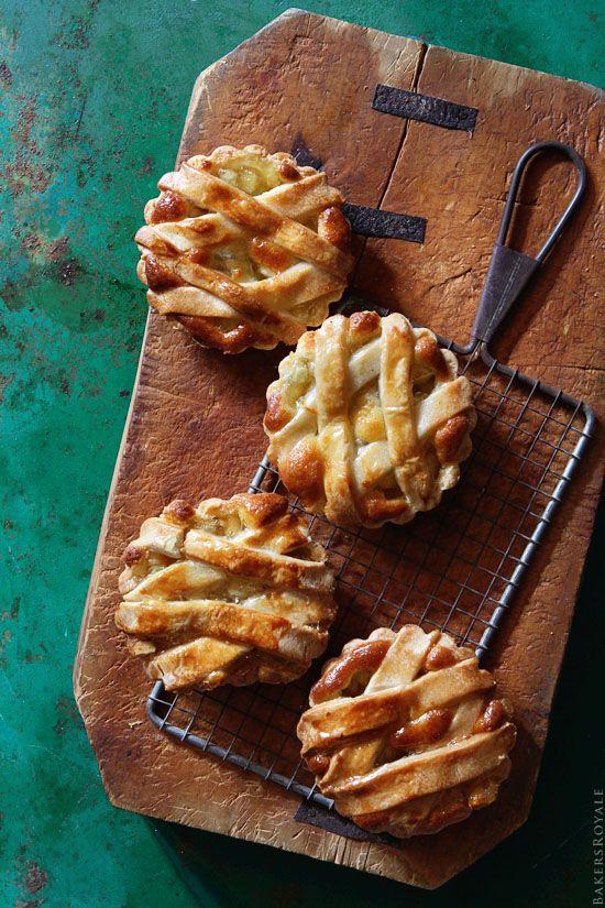 Apple Tarts via Bakers Royale: Baker Royals, Apples Pies Recipes, Mini Apple Pies, Minis Dog Qu, Apples Recipes, Apples Tarts, Food, Minis Apples Pies, Fruit Tarts