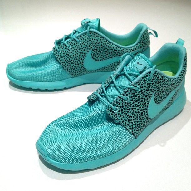 Nike Roshe Exécuter Atlas Édition Aquarelle Bleu Clair