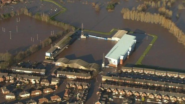 Rod Stewart donates £10,000 to Carlisle United after Desmond flood ...