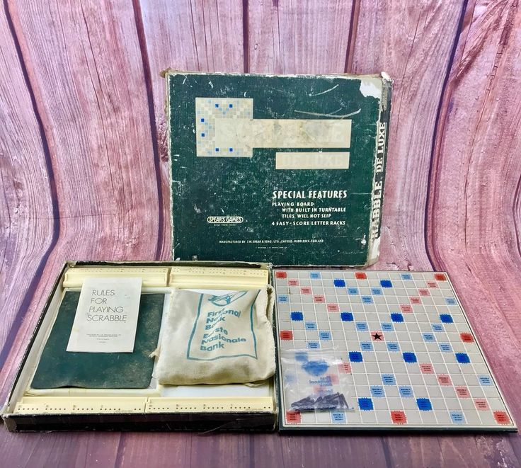 Vintage 1970 Scrabble De luxe Special Features Turn Table & Non Slip Board game