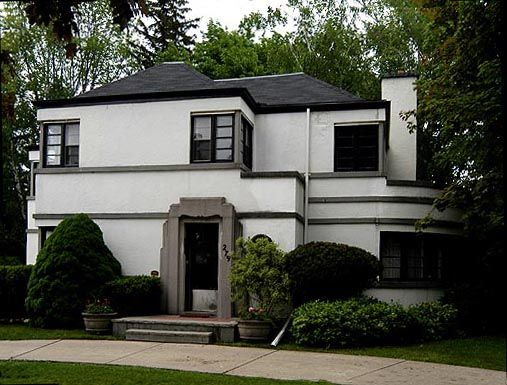 An art deco house in #Kitchener, ON. There's not many of these here!