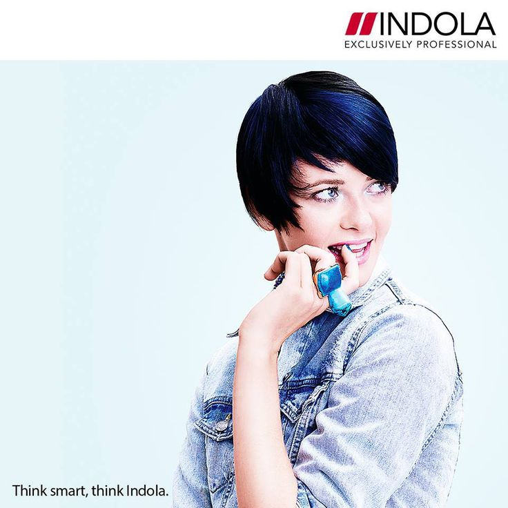 To AQUATIC GLAM look σε μία κοντή, ασύμμετρη κουπ με εύκολο styling! Μία τέλεια πρόταση για σκούρα μαλλιά σε βαθύ, λαμπερό μπλε χρώμα –όπως αυτό της θάλασσας.#Indola #BeautyWay