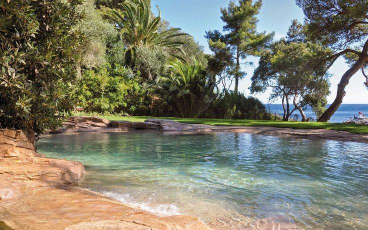 Exemples de nos piscines paysagées, bassins et spas, cascades et plages en rochers reconstitués. Découvrez l'ensemble de nos plus belles piscines d'exception