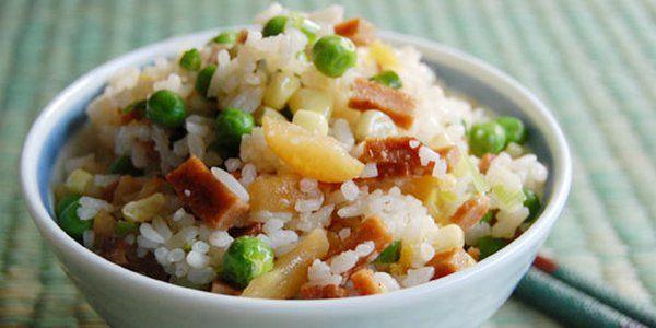 Riso alla cantonese: la ricetta originale e 10 varianti | greenMe.it | Bloglovin'
