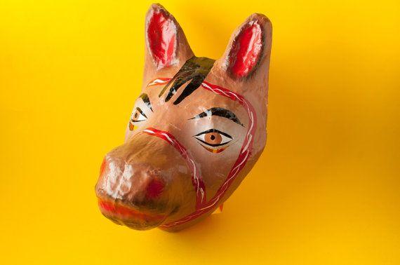 Máscara tradicional mexicana de papel mache de caballo