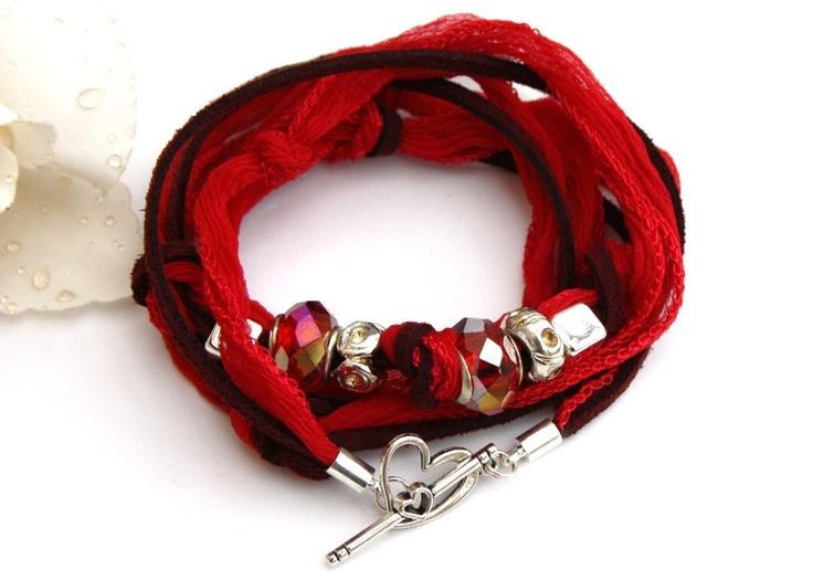 *Dieses lässig, elegante Seiden Wickelarmband mit Alcantara und Modulperlen besticht durch seine tolle Vielseitigkeit! Du kannst es als Armband, la...