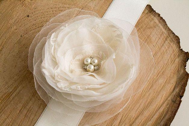 Brautgürtel - Brautgürtel mit Blume, elfenbein, ivory N - ein Designerstück von NLcreations bei DaWanda