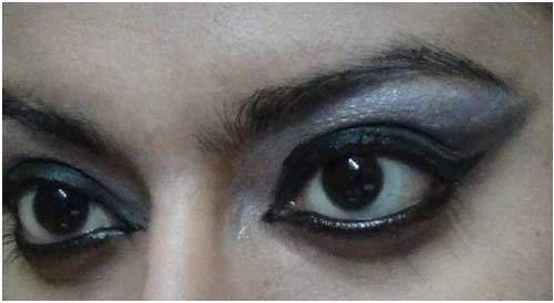 Black eye makeup with black eye shadows and a swipe of thick eye liner has become very popular these days. Previously even use of black eye shadow