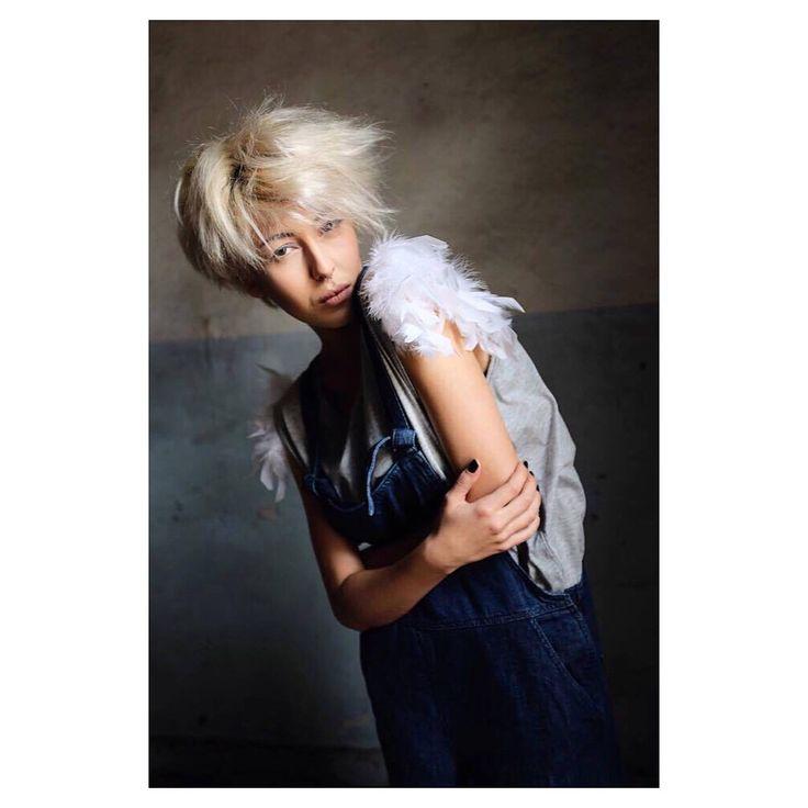 """Mi piace"": 41, commenti: 2 - Aikaterine.Kaya.Mua (@aikaterine.kaya.mua) su Instagram: ""YDE Blues Feather T-shirt || Ph: @arisathanatos thanatos Model: Lambo Stylist: @afrozo afrozo…"""