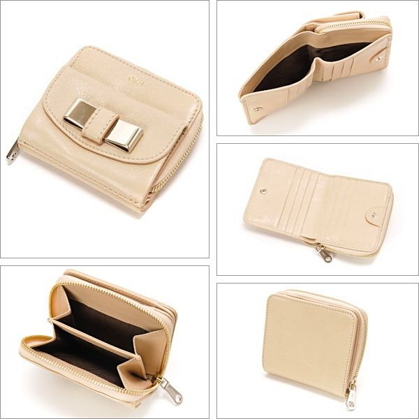信頼できるクロエ【Chloe】リリー リリィ つ折財布 リボン レディース パウダー激安セール中。機能的なラウンドファスナー式のお二つ折り財布は超人気。シンプルなデザインなので、男女を問わずに長くご愛用いただけます。余計な装飾のないシンプルなデザインは、素材の良さが際立ちます。開閉種別:ホック内部様式:札入れ×1、カードポケット×6、オープンポケット×2 外部様式:ファスナーポケット×1 、ホック式ポケット(小銭入れ)×1 。
