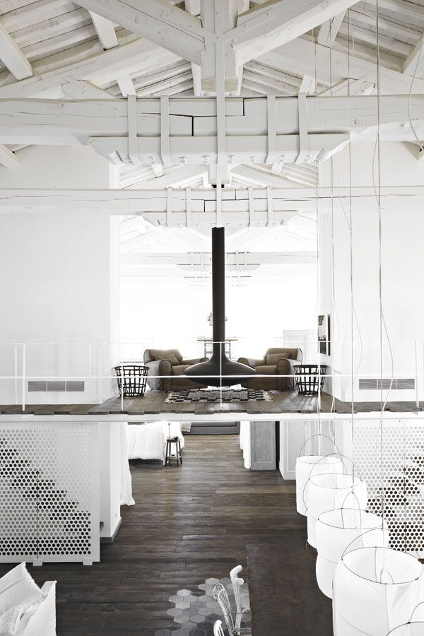white beams, cotton lamps and wood = Paola Navone