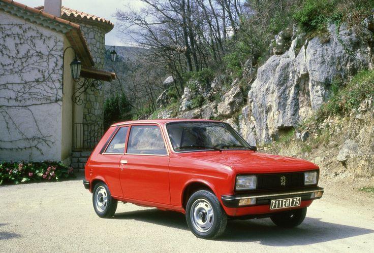 La Peugeot 104 fait son apparition en 1973 au salon de Genève. La citadine de la marque au lion servira de base aux Citroën Visa et Talbot Samba. Sa production s'arrêta quinze ans après son lancement, en 1988