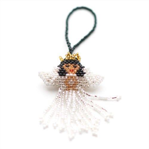Ängel att pynta #julgranen med. Skapad för hand av mängder av #glänsande #småpärlor. 80:- från #Masomenos! #angel