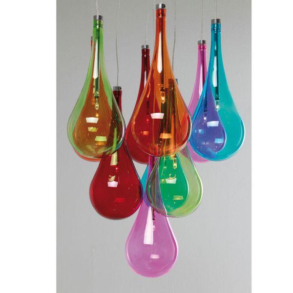 Viehättävä, hyväntuulinen Falling Drops Rainbow -riippuvalaisin.Real pop! Kuten auringonsäteet vesipisaroissa, tämän lampun 10 pisarassa valo heijastuu sateenkaaren upeissa väreissä. Tämä upea valaisin on kuin tippuvan veden sateenkaari. Upea visuaalinen sisustuselementti ja katseenvangitsija keittiöön, olohuoneeseen, eteiseen tai mihin tilaan vaan. Energialuokka: C
