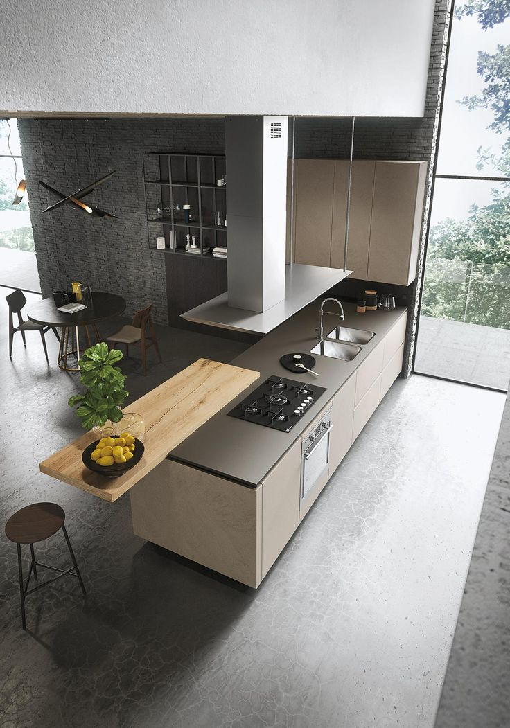 Dit keukenmodel is Look van Snaidero. De keuken ziet er zeer strak en elegant uit. Uniek detail is de houten plank die deels op het werkblad ligt en er deels uitsteekt.