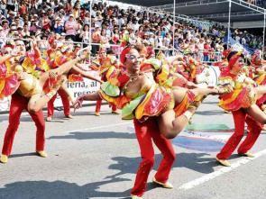 Ballerini di salsa durante la feria de Cali. Natale in Colombia.