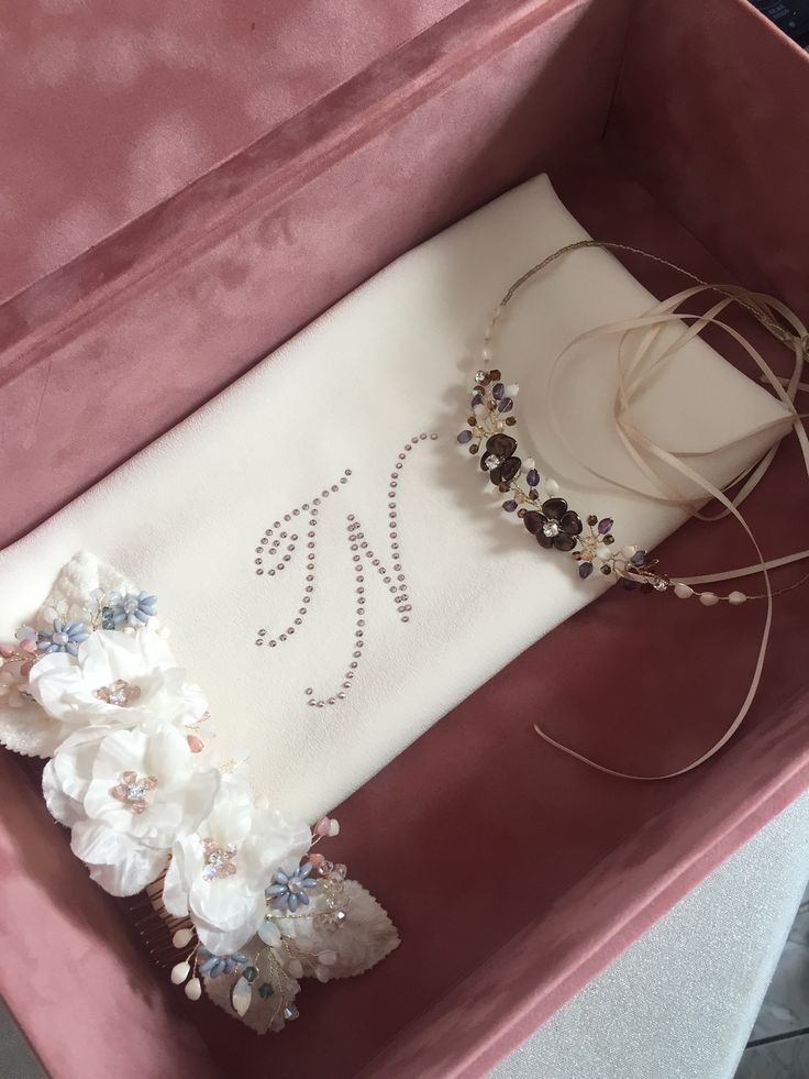 Did we get the chance to show you our new #bridalbox? We conceived it as a container for everything you might need at your wedding. And as a place where you can hold your dearest memories. #magnoliaatelier #bridal #accessories
