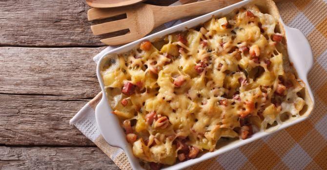 Recette de Gratin facile de pâtes au jambon et à la Vache qui rit®. Facile et rapide à réaliser, goûteuse et diététique.