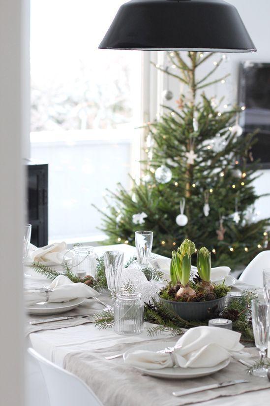 Weihnachtliche Tischdeko In Weiss Grun Snowy Christmas