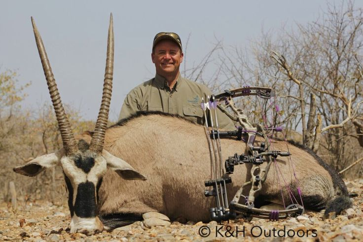 Outdoor Writer and COTV Co-Host Kevin Wilson with an old heavy horned archery oryx - taken with a Hoyt Carbon Spyder ZT.