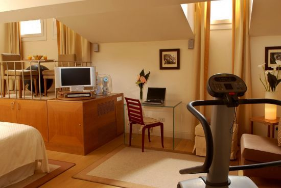 Rebalance your energy in our WestinWORKOUT®  The Westin Excelsior Florence offers guests the option to book a room equipped with high performance machines for a private workout.  Exercise at any hour of the day, for as long as you like.