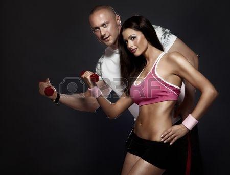 Foto concettuale di coppia molto attraente con un corpo perfetto di fitness in palestra Bella donna  Archivio Fotografico