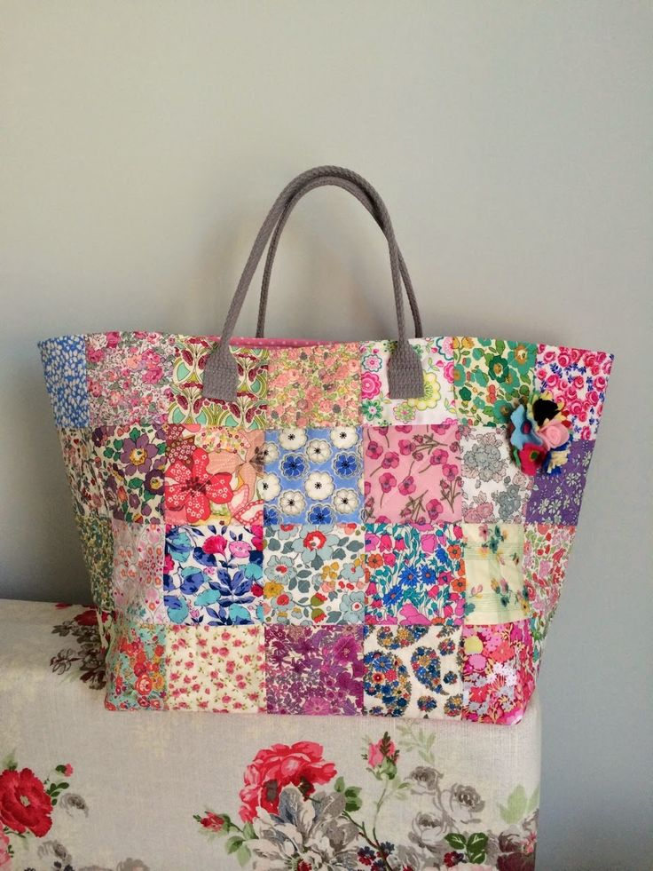 HenHouse: TOTE BAG quilted squares, looks easy.
