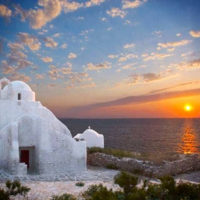 The #view is #spotless!! #Church Paraportiani #sunset in Mykonos. #sea #sun #sunset #love #happy #fun #kaluamykonos #mykonos