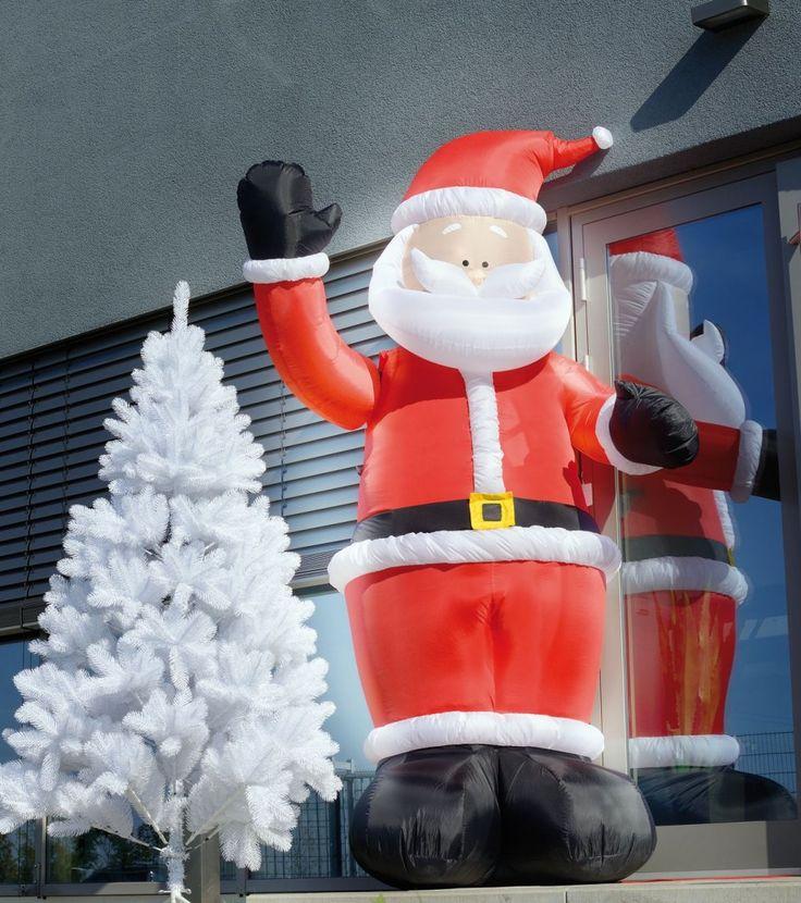Annoncez la venue de Noël avec cet imposant Père Noël gonflable qui crée instantanément une atmosphère chaleureuse et festive. De son bras motorisé,...