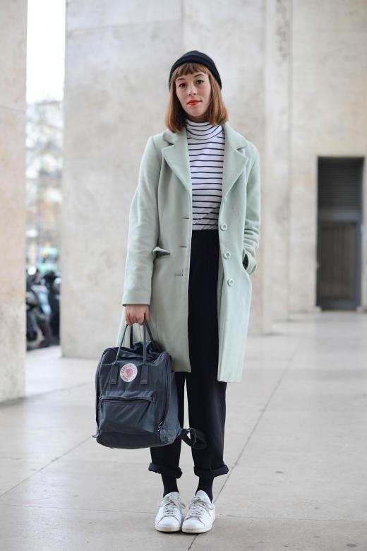 Modebloggerin Isabelle Hardy stellte sich während der Haute Couture-Modewoche in Paris diesen Januar ein Outfit aus lauter Hipster-Statussymbolen zusammen: Unisex-Strickmütze, Rolli, Jogginghose, Trendsneaker, Blazermantel - und Kånken.