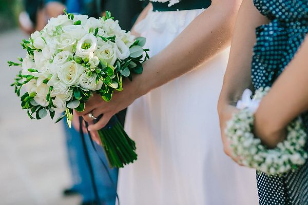 Νυφική ανθοδέσμη με λυσίανθους και τριαντάφυλλα See Full Post   Photography by MYPHOTOGRAFER