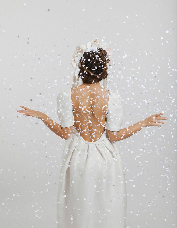 Les robes de mariée Maison Floret - Paris   Modèle : SETH Robe en organza satin dos nu, Coiffure : 365c   Crédits : Alex Cretey Systermans   Donne-moi ta main - Blog mariage