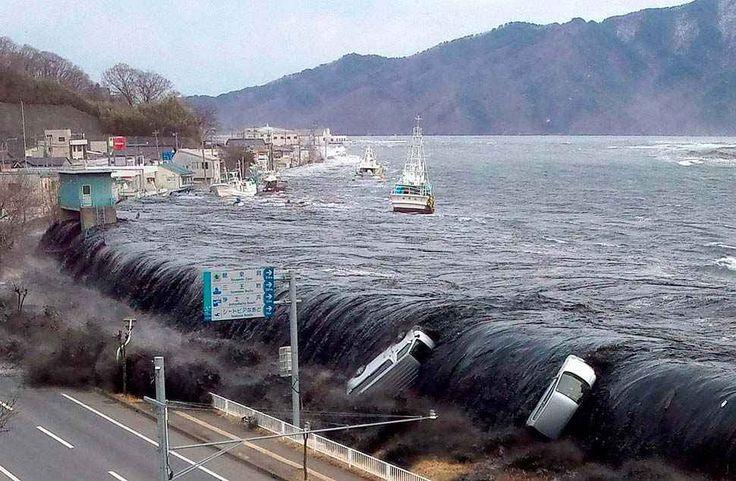 Tutto quello che devi sapere sullo tsunami I maremoti, o tsunami, sono una serie di onde di grande lunghezza d'onda che originano da un violento spostamento della massa d'acqua oceanica. Nell'oceano profondo le onde si propagano alla velocità