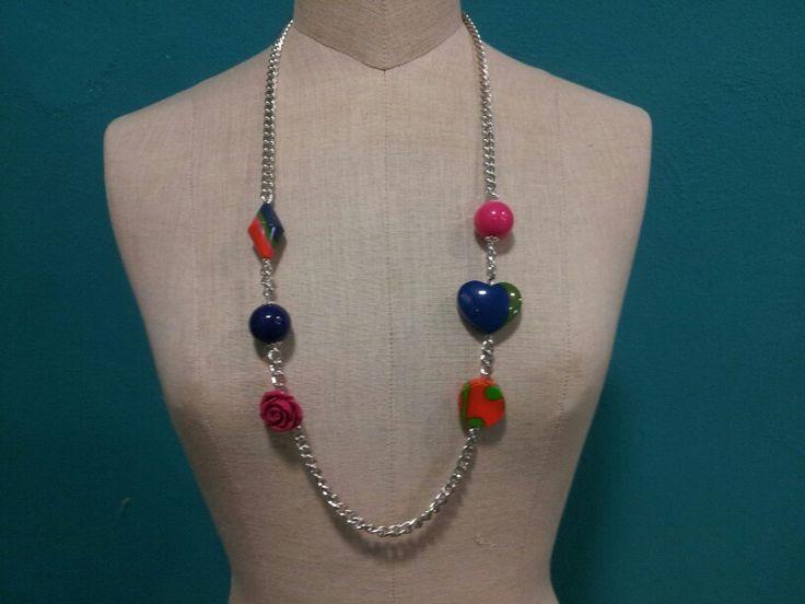 Questa collana di resine colorate ha resistito in vetrina solo mezza giornata... fatta e venduta!