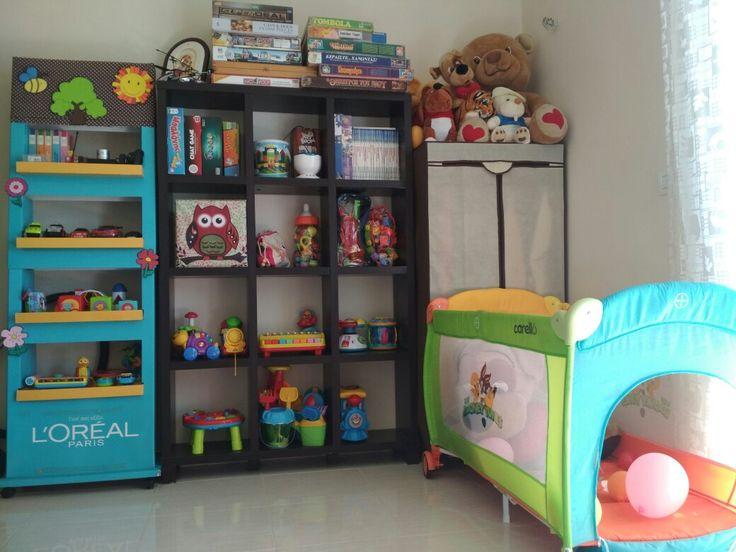 Organize toys (playroom)