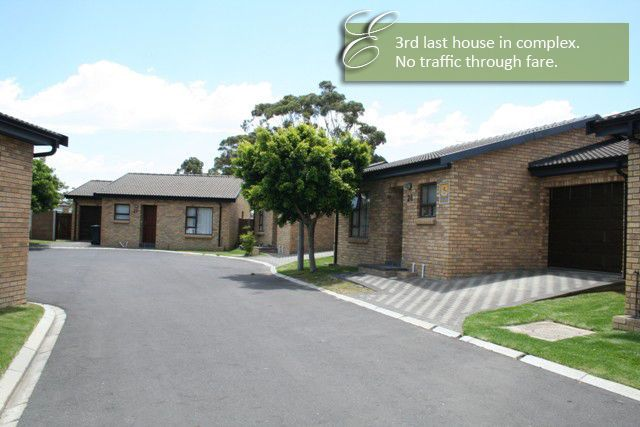 Absolute best buy for 2013 !! R 510 000 - 10% Deposit required on acceptance of your offer !!This 2 bedroom house in in a security estate. It has a large garden plus a garage with facilities for the washing machine and tumble dryer. There is direct entry from the garage into the house. The bathroom has bath and shower.Kitchen cupboards and bathroom are modern.!!!
