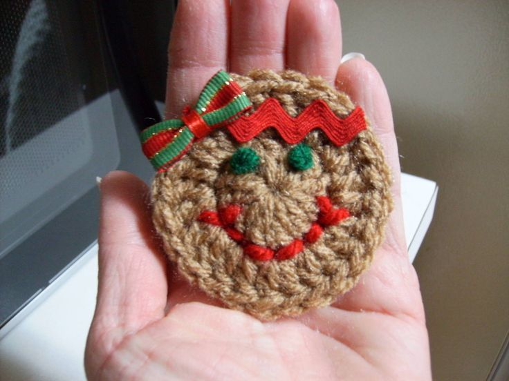 Free Gingerbread Girl Magnet Crochet Pattern @Handcrafted. Free Pattern. (I can easily turn this into an ornament or even a pin.)