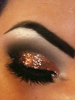 Eye shadow: Make Up, Gold Glitter, Eye Makeup, Style, Eye Shadows, Beautiful, Hair, New Years, Glitter Eyeshadows
