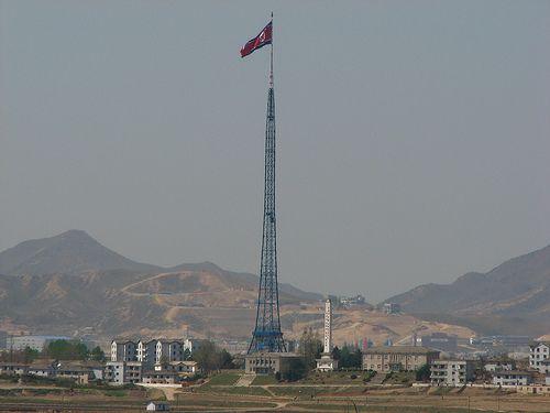 Las astas de bandera más altas del mundo  Ya sabíamos que actualmente los rascacielos alcanzan grandes alturas (rozando ya casi el kilómetro d...