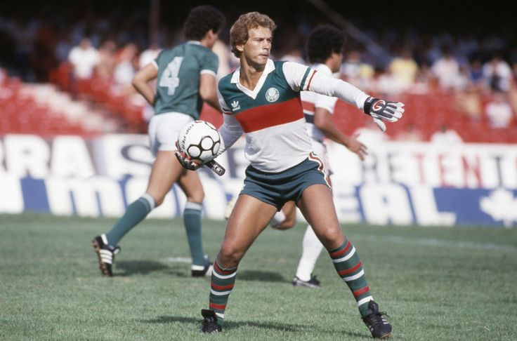 2° - Émerson Leão - 617 jogos entre 1969 e 1978 e entre 1984 e 1986