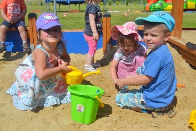 Na placu zabaw - Przedszkole Słoneczko