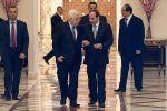 Presiden Palestina tiba di Mesir untuk lakukan pembicaraan  KAIRO (Arrahmah.com)  Presiden Palestina Mahmud Abbas tiba di Mesir pada Sabtu (29/4/2017) untuk melakukan pembicaraan dengan Presiden Mesir Abdul-Fatah al-Sisi.  Perundingan antara kedua pemimpin tersebut diharapkan dapat mengatasi perkembangan terakhir di wilayah Palestina dan Arab kata kedutaan Palestina tersebut dalam sebuah pernyataannya.  Mahmud Abbas mengunjungi Mesir untuk kemudian akan menuju Washington untuk melakukan…