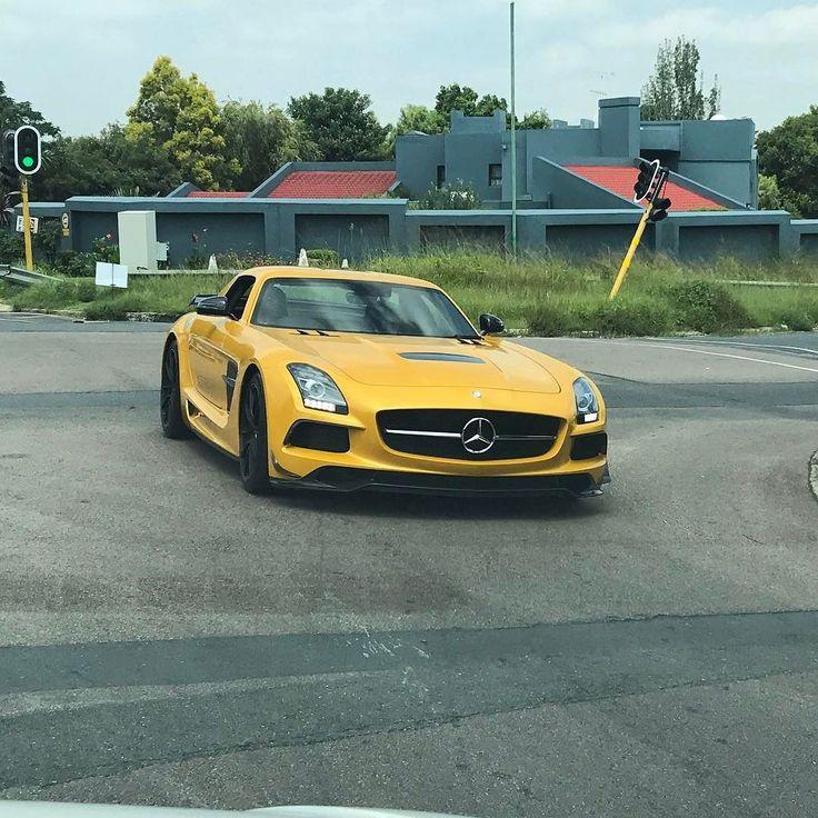 And then I spotted it on the road  #ExoticSpotSA #Zero2Turbo #SouthAfrica #MercedesBenz #BlackSeries #SLS
