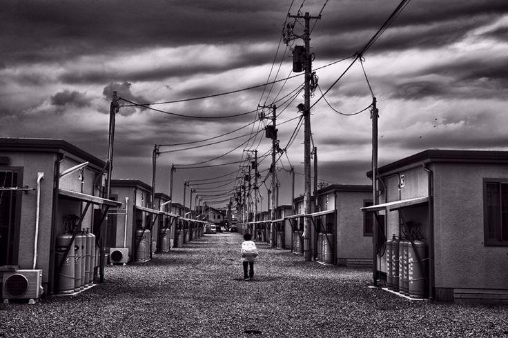 "Pierpaolo Mittica (2011), Rifugi per evacuati, Koriyama, dalla serie Fukushima ""No-Go Zone"", Stampa digitale su carta Hahnemüle, Cm 27 x 40."