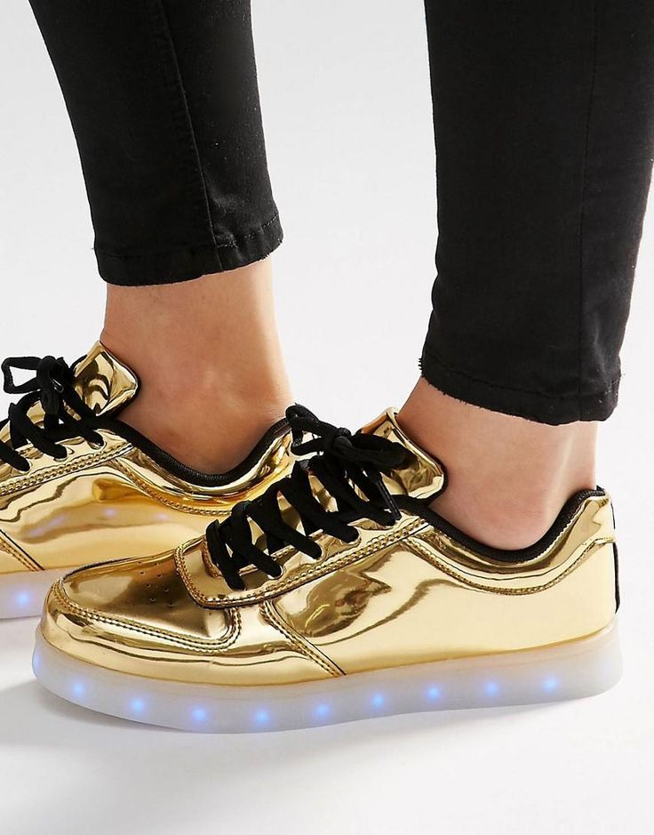 Zapatillas en dorado pop con suela con luces de Wize & Ope. Metallic ShoesGold  ...