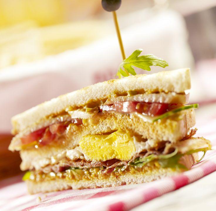 Σάντουιτς με αυγό και μπέικον Sandwitch with egg and bacon
