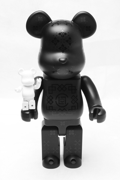 Medicom Toy x CLOT Christmas Silk Bearbrick Set - 400% black and 100% white
